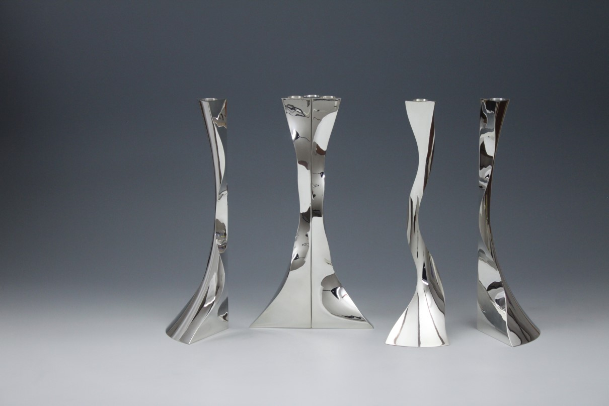Zilveren kandelaars Sixfold, ontworpen en uitgevoerd door de zilversmid Wouter van Baalen, Amsterdam 2019